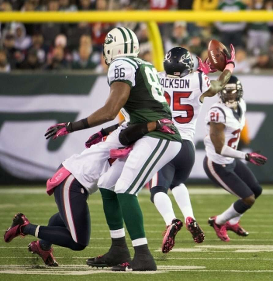 Texans cornerback Kareem Jackson (25) intercepts a pass intended for New York Jets tight end Jeff Cumberland (86) during the fourth quarter. (Houston Chronicle)
