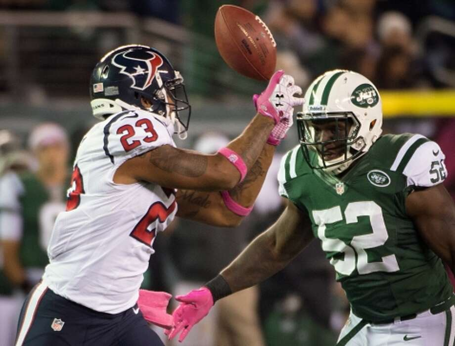 Texans running back Arian Foster (23) has a pass go off his hands as Jets inside linebacker David Harris (52) defends during the first quarter. (Houston Chronicle)