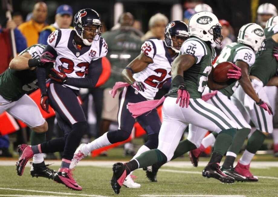 Joe McKnight (25) runs past Texans defensive backs Troy Nolan (33) and Alan Ball (22) on his way to a 100-yard kickoff return for a Jets touchdown during the second half. (Houston Chronicle)