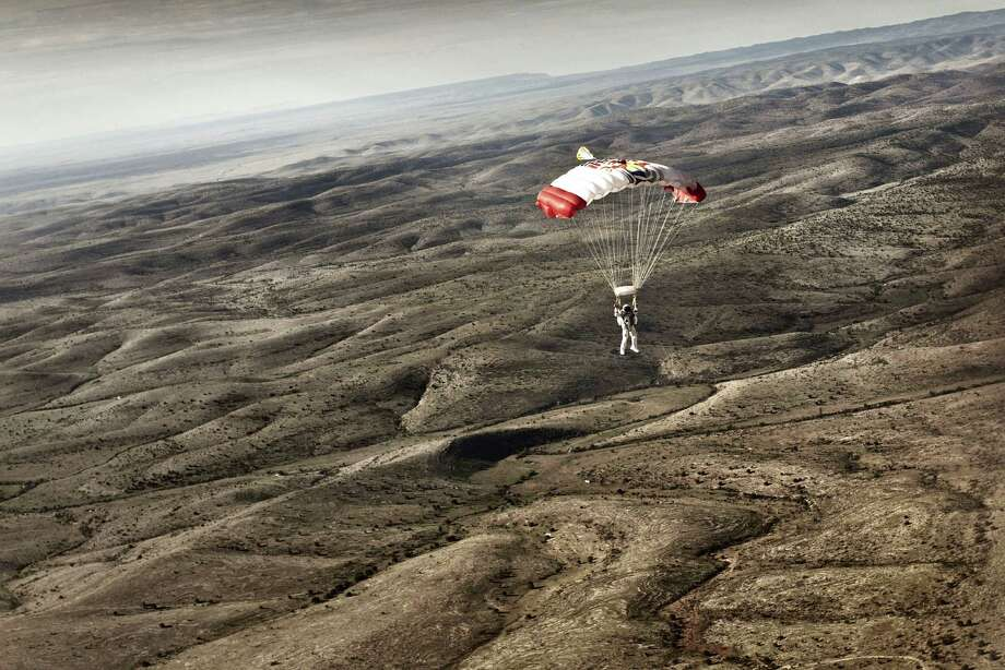 Felix Baumgartner descends into in the desert during the second manned test 