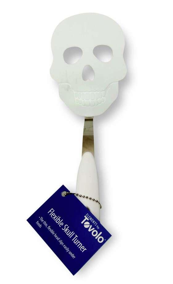 Flexible skull turner Photo: JUANITO M GARZA, San Antonio Express-News / San Antonio Express-News