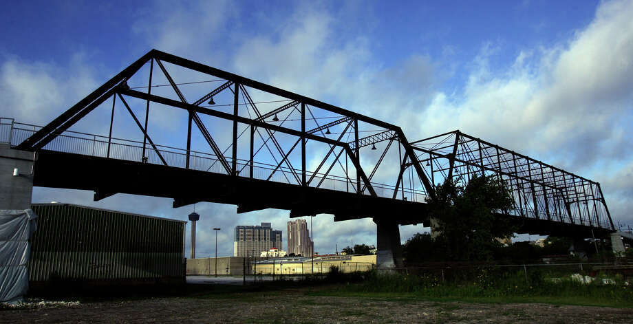 1. The Hays Street Bridge is actually two bridges, or spans, combined. One bridge has 129-feet long Pratt trusses, and the other has rare 226-foot-long Whipple-Phoenix trusses, both built in 1881.Click on to learn more about the history of an S.A. landmark that has, at times, been controversial. Photo: JOHN DAVENPORT, - / jdavenport@express-news.net