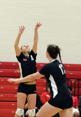 New Canaan's Joanna Baran (4) sets the ball during the girls volleyball game against Stamford at New Canaan High School on Tuesday, Oct. 9, 2012. Photo: Amy Mortensen / Connecticut Post Freelance