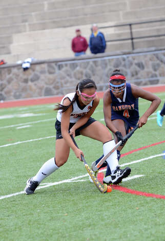Stamford's Jasmine Li (3) controls the ball as Danbury's Kelsia Lefranc (4) defends during the field hockey game at Stamford High School on Tuesday, Oct. 9, 2012. Photo: Amy Mortensen / Connecticut Post Freelance