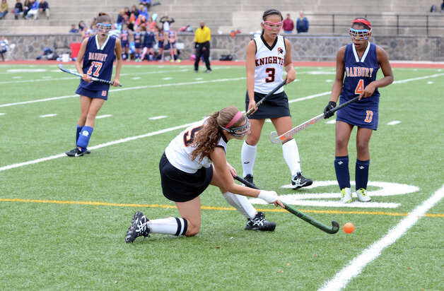 Stamford's Ashley Kuppersmith (5) passes the ball during the field hockey game against Danbury at Stamford High School on Tuesday, Oct. 9, 2012. Photo: Amy Mortensen / Connecticut Post Freelance