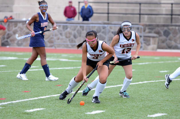 Stamford's Jasmine Li (3) controls the ball during the field hockey game against Danbury at Stamford High School on Tuesday, Oct. 9, 2012. Photo: Amy Mortensen / Connecticut Post Freelance