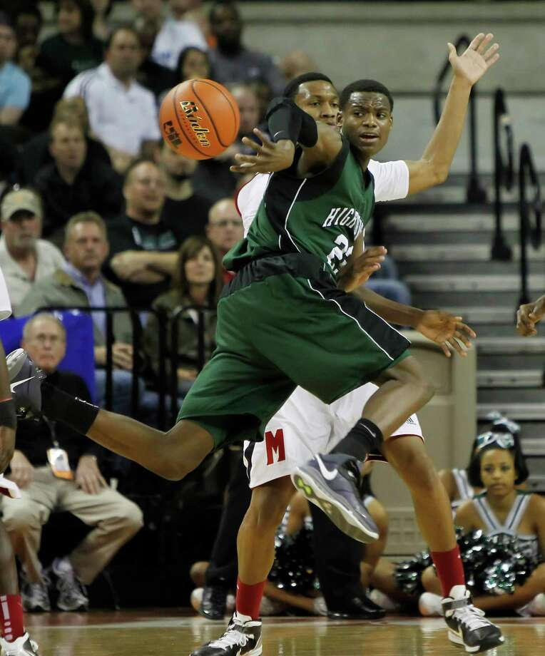Danuel House, front, brings a high-profile pedigree to UH after starring at Hightower. Photo: Erich Schlegel / Freelance