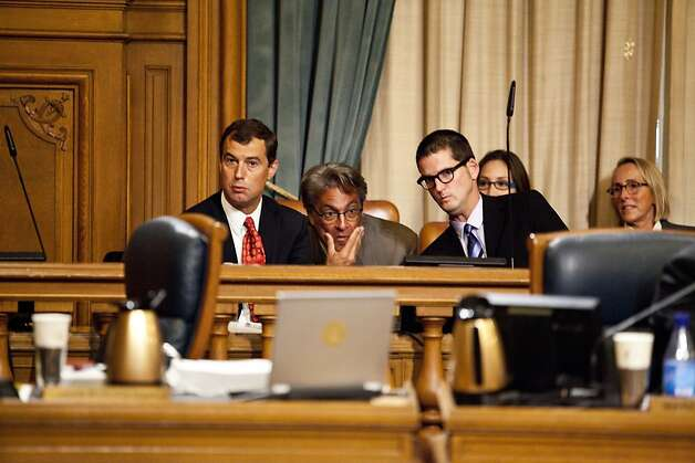 Ross Mirkarimi (center) confers with attorneys Shepard Kopp (left) and David Waggoner during the hearing on his future. Photo: Jason Henry, Special To The Chronicle