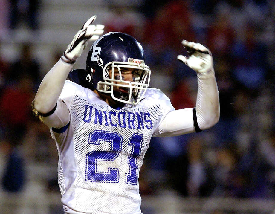 New Braunfels High School defensive back Tom Wort pumps up the crowd in the Unicorns playoff game against Gregory-Portland High School on Saturday, Dec. 1, 2007. Photo: Helen L. Montoya, San Antonio Express-News / SAN ANTONIO EXPRESS-NEWS