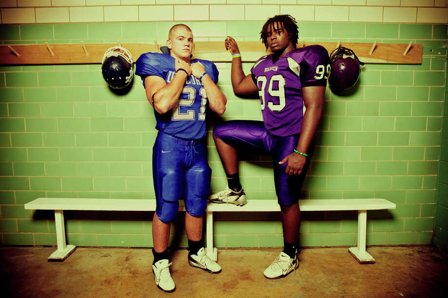 New Braunfels linebacker Tom Wort (left) and Warren defensive end Calvin Howell pose Thursday morning, July 31, 2008, for a portrait. Howell has committed to Texas and Wort has committed to rival Oklahoma. Photo: William Luther, San Antonio Express-News / SAN ANTONIO EXPRESS-NEWS