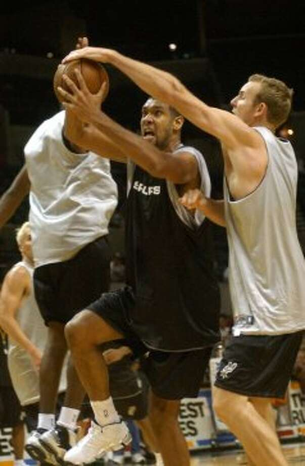Tim Duncan is tied up by Sean Marks during a Spurs practice that was open to fans in the SBC Center on Oct. 21, 2003.  (Billy Calzada / San Antonio Express-News)