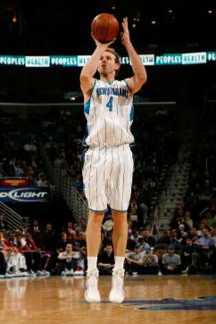 Sean Marks #4 of the New Orleans Hornets makes a shot against the New Jersey Nets on Jan. 21, 2009, at the New Orleans Arena in New Orleans. (Chris Graythen / Getty Images)