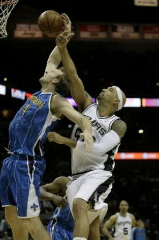 The Spurs' Drew Gooden tries for a rebound against the Hornets' Sean Marks during the first half at the AT&T Center on Wednesday, April 15, 2009. The Spurs won 105-98 in overtime. (Jerry Lara / San Antonio Express-News)