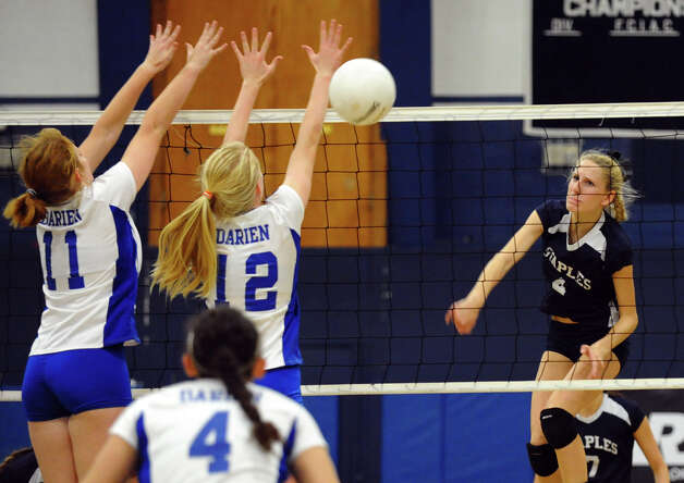 Girls volleyball action between Staples and Darien in Westport,Conn. on Tuesday October 9, 2012. Photo: Christian Abraham / Connecticut Post