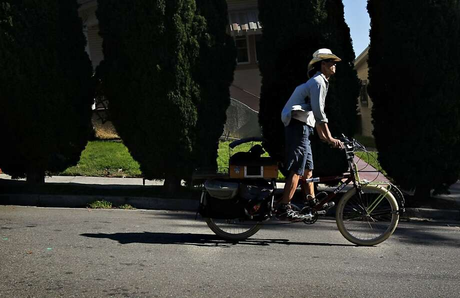 Jim Hsu, above, hauls his 6-year old dachshund, Trudi, around Oakland on his cargo bike in a carrier he built from a wine box, left. Photo: Sarah Rice, Special To The Chronicle