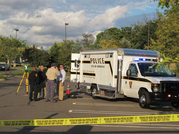 Norwalk police investigate a shooting at Stop & Shop on Connecticut Avenue on Wednesday, Oct. 10, 2012. Photo: Tom Cleary