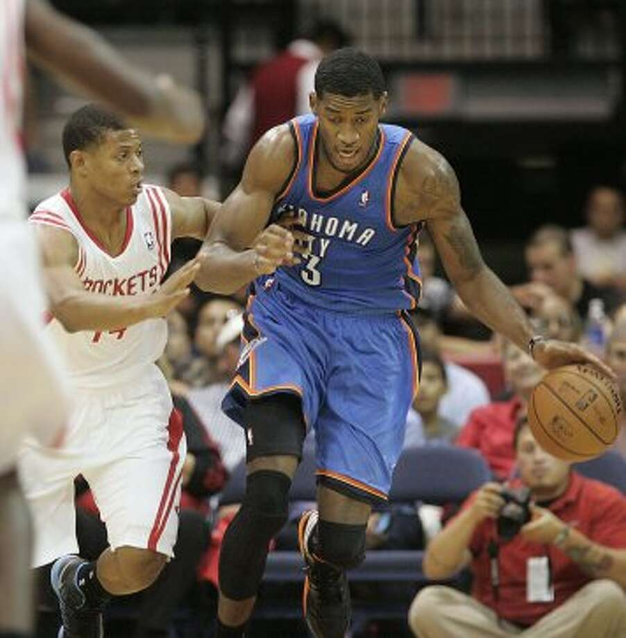 Oklahoma City Thunder's Peryy Jones on a fast break against Houston Rockets' Scott Machado, left, during the second quarter of an NBA preseason basketball game in Hidalgo, Texas, Wednesday, Oct. 10, 2012. The Thunder won 107-103. (AP Photo/Delcia Lopez) (Associated Press)