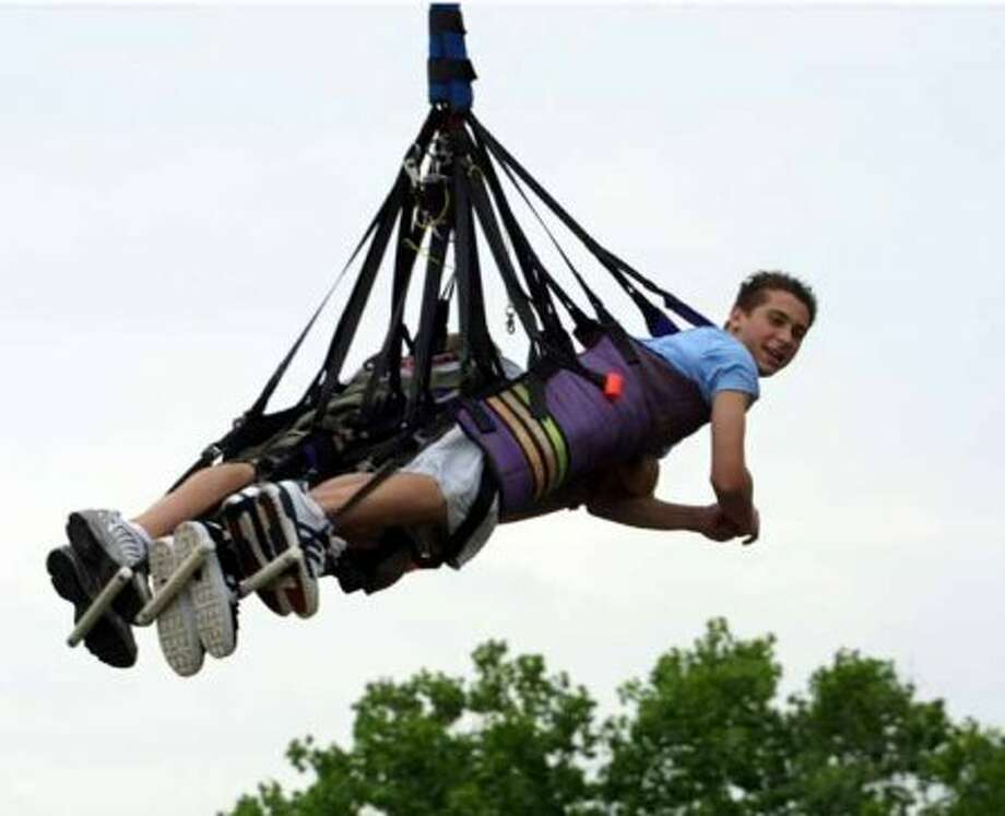 "Actor Justin Berfield, of the television show ""Malcom In The Middle,"" rides the Dive Bomber at Six Flags Over Texas in Arlington, Texas, Sunday, May 25, 2003. (AP Photo/Six Flags Over Texas, Jerry W. Hoefer) (JERRY W. HOEFER / AP)"