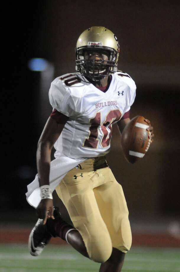 Summer Creek quarterback Aaron Sharp has the Bulldogs off to a 5-0 start to the season. Photo: Jerry Baker