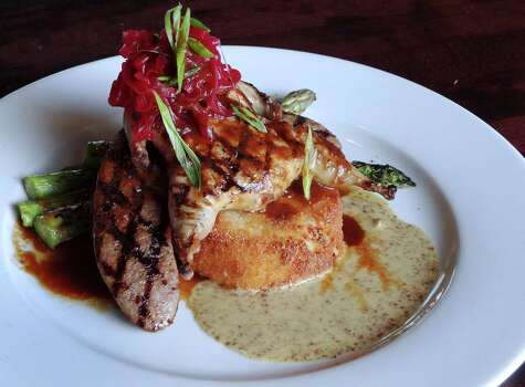 Paesanos Riverwalk, 111 W. Crockett St., Suite 101, 210-227-8490, is preparing a Valentine's Day dinner with seatings at 7 p.m. and 9 p.m. $51.95. Photo: Billy Calzada, San Antonio Express-News / San Antonio Express-News