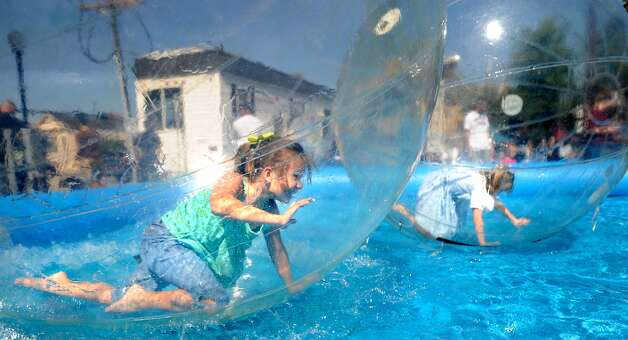 Raine Jones and Kelly Moncla play in the Bubblees during Dogtoberfest downtown Beaumont, Saturday. Tammy McKinley/The Enterprise Photo: TAMMY MCKINLEY, MBR / Beaumont