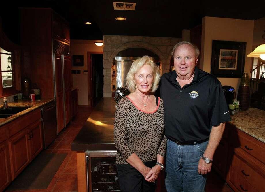 Betty and Robert Maxwell's kitchen which overlooks Lake McQueeny, photographed Friday Oct. 5, 2012. Photo: Helen L. Montoya, San Antonio Express-News / ©SAN ANTONIO EXPRESS-NEWS
