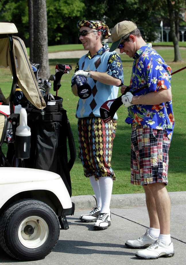 Richard Hunt, left, of The Woodlands, and Joel Smith, of Houston, place their clubs in a bag. Photo: Melissa Phillip, Houston Chronicle / © 2012 Houston Chronicle