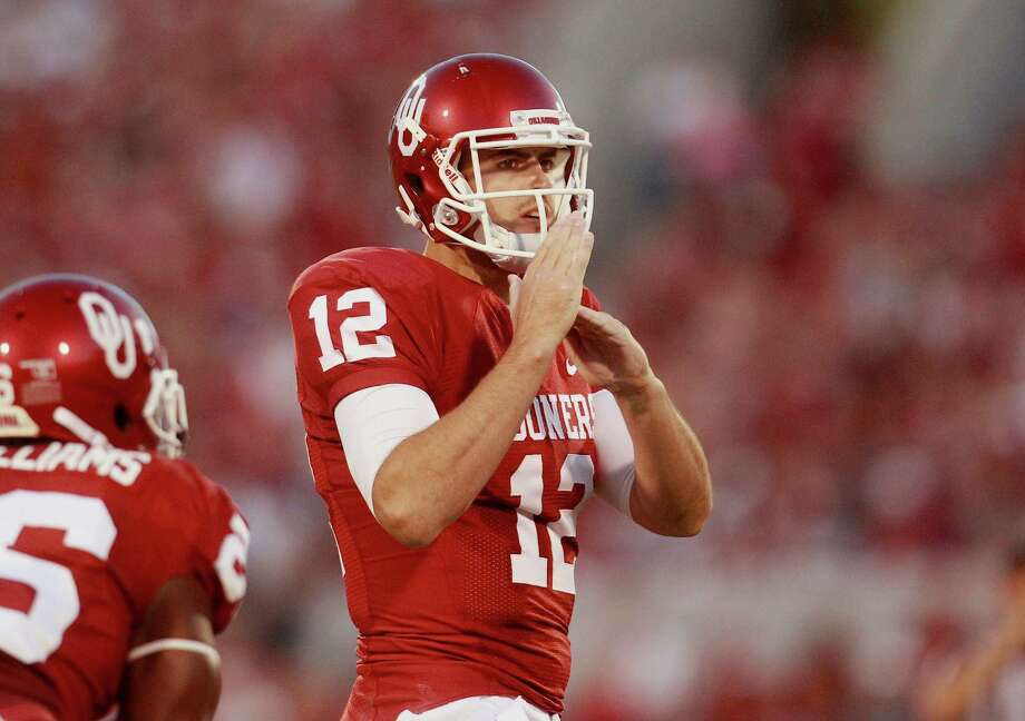 Oklahoma quarterback Landry Jones calls for a timeout during an NCAA college football game against Kansas State in Norman, Okla., Saturday, Sept. 22, 2012. Photo: Sue Ogrocki, Associated Press / AP