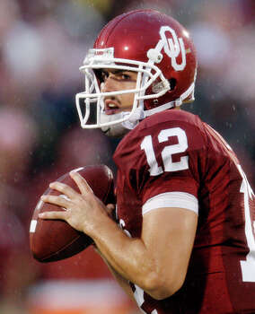 Oklahoma quarterback Landry Jones looks for a receiver in the second quarter of an NCAA college football game against Idaho State in Norman, Okla., Saturday, Sept. 12, 2009. Oklahoma won the game 64-0. Photo: Sue Ogrocki, Associated Press / AP