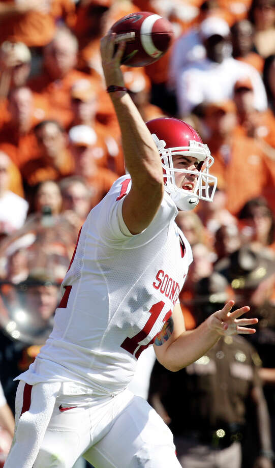 The Oklahoma Sooners' Landry Jones passes against the Texas Longhorns during first half action of the Red River Rivalry Saturday, Oct. 17, 2009, at the Cotton Bowl in Dallas. Photo: Edward A. Ornelas, San Antonio Express-News / eaornelas@express-news.net