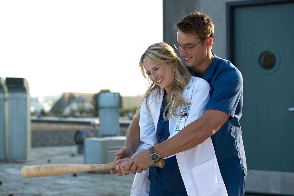 EMILY OWENS, M.D. -- ‰Û÷Emily and..the Outbreak‰Ûª -- image102A_1344 Pictured (L-R): Mamie Gummer as Emily Owens and Justin Hartley as Will