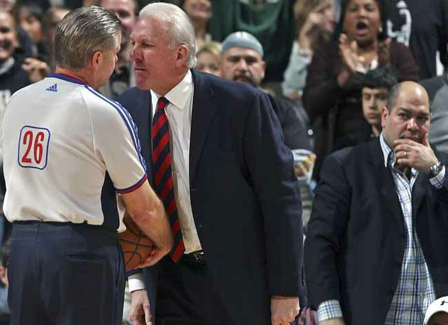 SPORTS    Spurs coach Greg Popovich comes back on the court to say a final complaint against referee Bob Delaney in the fourth quarter against Toronto Friday. San Antonio Spurs versus the Toronto Raptors at the AT&T Center in San Antonio, December 28, 2007.      Tom Reel/Staff   December 28, 2007. Photo: TOM REEL, SAN ANTONIO EXPRESS-NEWS / SAN ANTONIO EXPRESS-NEWS