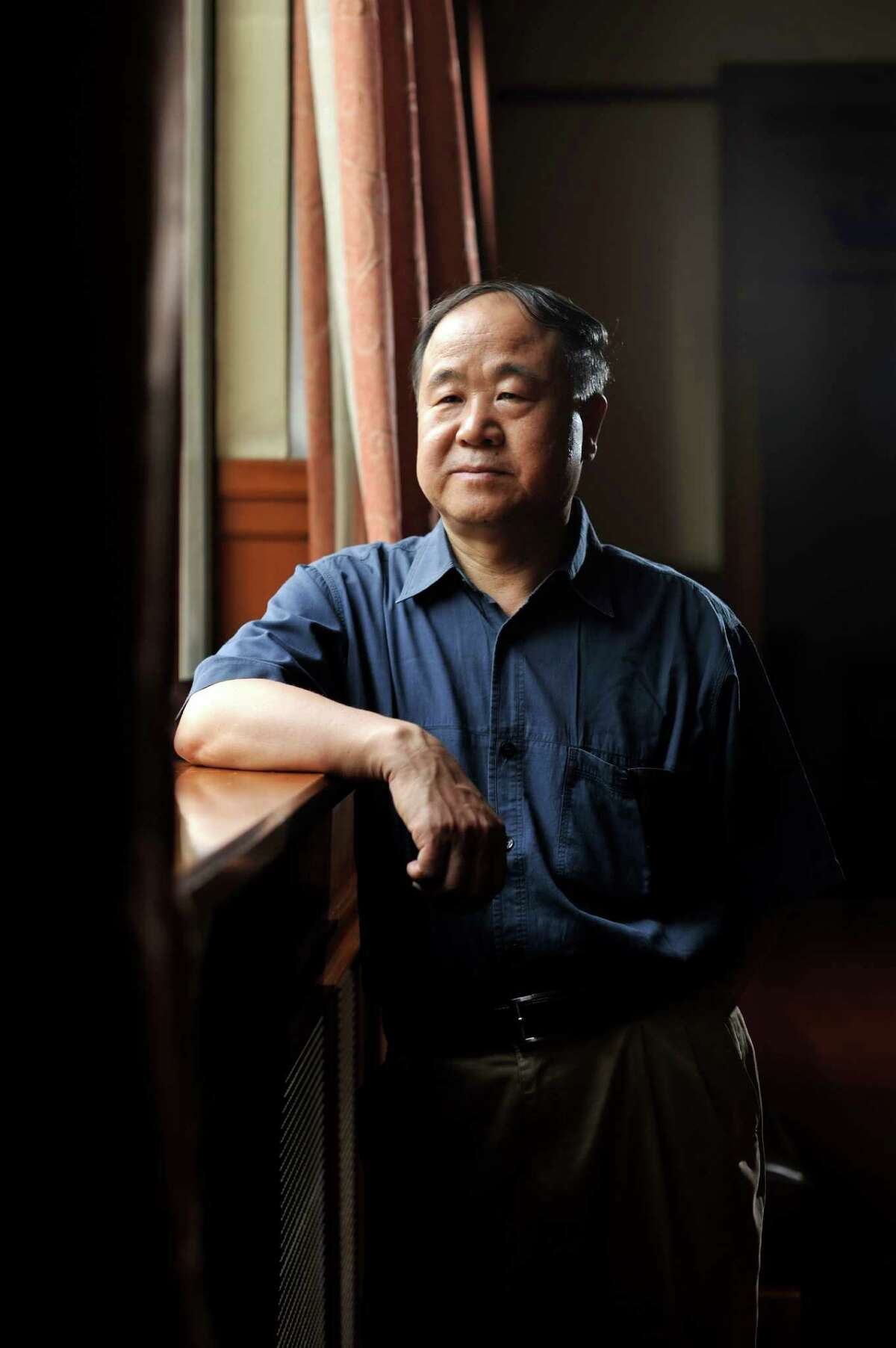 Unlike previous Chinese writers who have snagged the Nobel literary prize, the Chinese government heaped praise on Mo Yan.