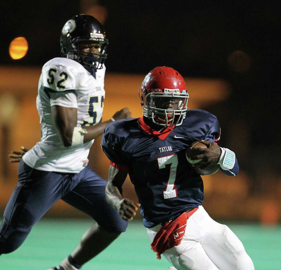 Alief Taylor's QB Remi Olonade (7) runs the ball during the first half of the Nimitz High school football game played against Alief Taylor at Crump Stadium, Thursday, Oct. 11, 2012, in Houston. Photo: Karen Warren, Houston Chronicle / © 2012  Houston Chronicle