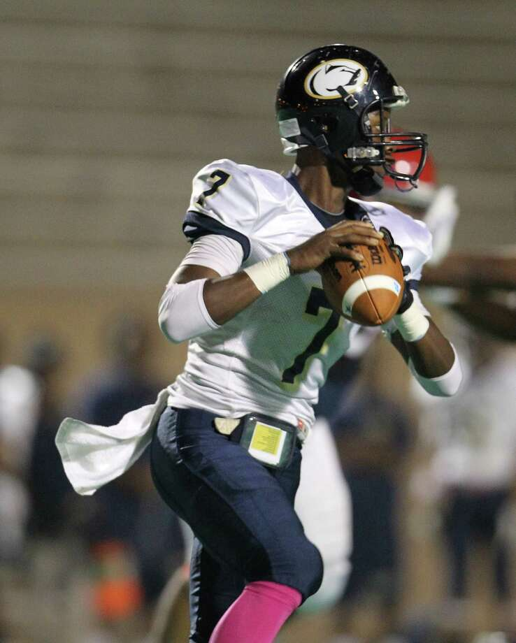 Nimitz's QB Darrell Stewart (7) drops back to throw the ball during the first half of the Nimitz High school football game played against Alief Taylor at Crump Stadium, Thursday, Oct. 11, 2012, in Houston. Photo: Karen Warren, Houston Chronicle / © 2012  Houston Chronicle