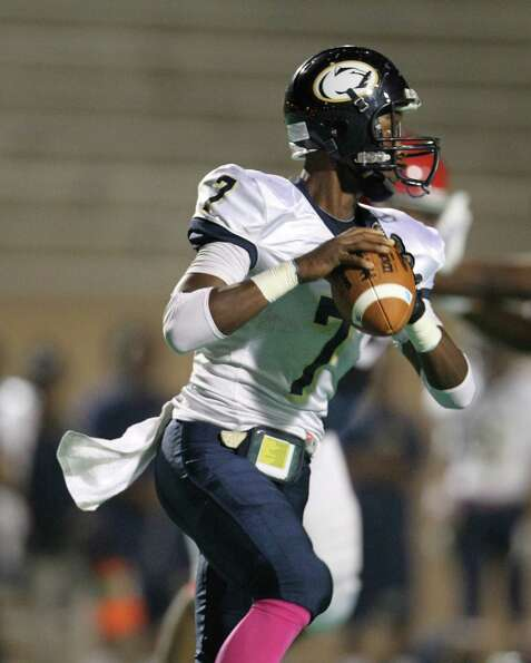 Nimitz's QB Darrell Stewart (7) drops back to throw the ball during the first half of the Nimitz Hig