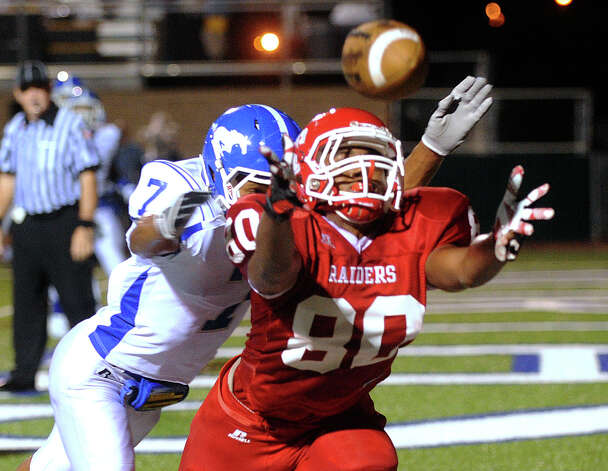 Alex Payne of Taft reaches but is unable to catch an attempted touchdown pass as Dae Ross of Jay (7) defends during District 27-5A football action at Farris Stadium on Thursday, Oct. 11, 2012. Photo: Billy Calzada, San Antonio Express-News / © 2012 San Antonio Express-News