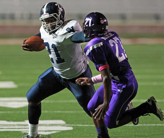 Lawrence Mattison runs for the Rangers in the second quarter as San Marcos plays Smithson Valley at Bobcat Stadium in San Marcos on Oct. 11, 2012. Photo: Tom Reel, San Antonio Express-News / ©2012 San Antono Express-News