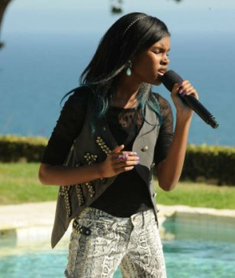 THE X FACTOR: JUDGES HOUSE: Contestant Diamond White performs in front of Britney Spears and Guest Mentor will.i.am on THE X FACTOR airing Thursday Oct. 11 (8:00-10:00 PM ET/PT) on FOX. CR: Ray Mickshaw / FOX. (                                                      )