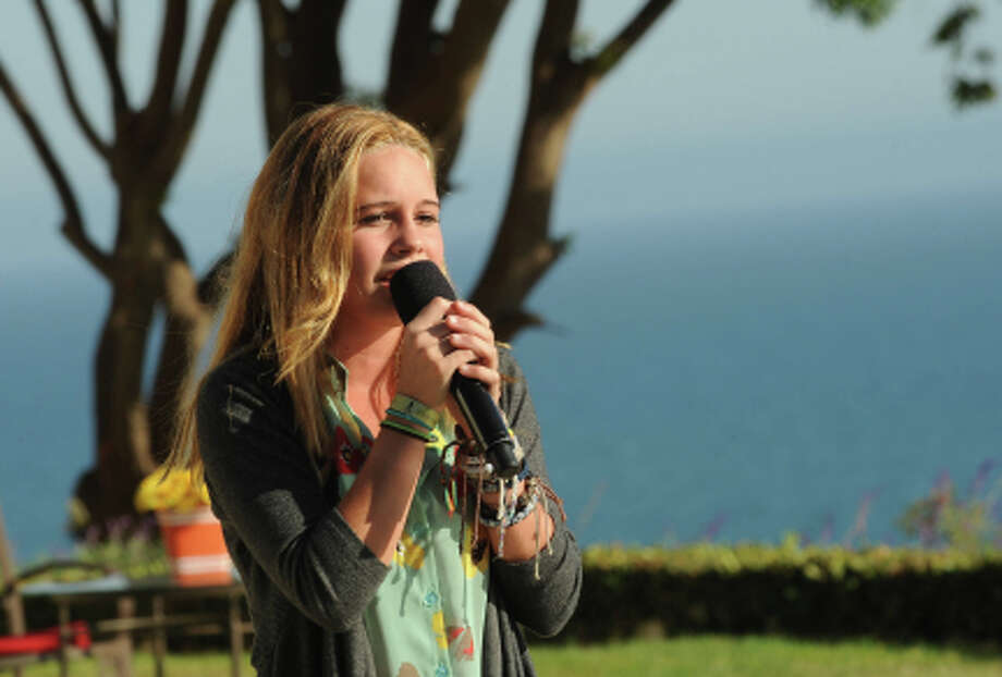 THE X FACTOR: JUDGES HOUSE: Contestant Beatrice Miller performs in front of Britney Spears and Guest Mentor will.i.am on THE X FACTOR airing Thursday Oct. 11 (8:00-10:00 PM ET/PT) on FOX. CR: Ray Mickshaw / FOX. (                                                      )