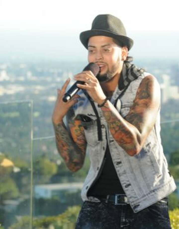 THE X FACTOR: JUDGES HOUSE: Contestant David Correy performs in front of L.A. Reid, Justin Bieber and Scooter Braun on THE X FACTOR airing Thursday Oct. 11 (8:00-10:00 PM ET/PT) on FOX. CR: Ray Mickshaw / FOX. (                                                      )