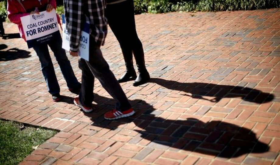 Students gather on campus ahead of the vice presidential debate with Republican vice presidential candidate, Rep. Paul Ryan, R-Wis., and Vice President Joe Biden, Thursday, Oct. 11, 2012, at Centre College in Danville, Ky. (AP Photo/David Goldman) (ASSOCIATED PRESS)