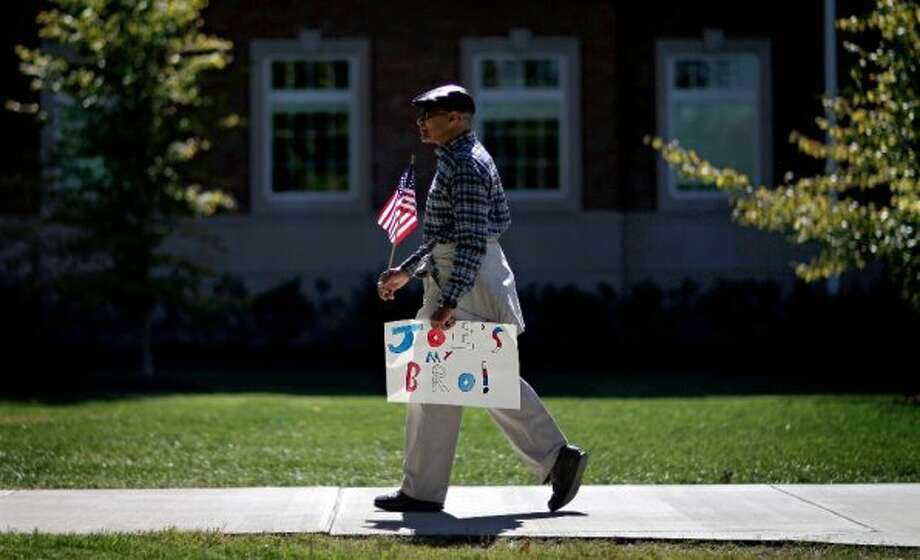 Bert Christian of Louisville, Ky., carries a sign in support of Vice President Joe Biden ahead of the vice presidential debate between Biden and Republican vice presidential candidate, Rep. Paul Ryan, R-Wis., Thursday, Oct. 11, 2012, at Centre College in Danville, Ky. (AP Photo/David Goldman) (ASSOCIATED PRESS)