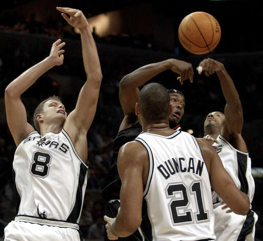 Spurs defenders Rasho Nesterovic (8), Tim Duncan (21) and Bruce Bowen (12) pressure Chicago Bulls center Eddy Curry during the fourth quarter in San Antonio, Wednesday, Nov. 26, 2003. Curry scored 19 points for the Bulls, but San Antonio won 109-98. (Eric Gay / Associated Press) Photo: ERIC GAY, AP / AP