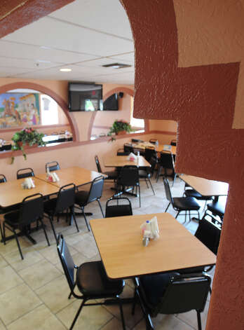 Taqueria Cotija in Nederland. 3720 Avenue E Nederland, Texas. Photo taken Wednesday, October 3, 2012 Guiseppe Barranco/The Enterprise Photo: Guiseppe Barranco, STAFF PHOTOGRAPHER / The Beaumont Enterprise