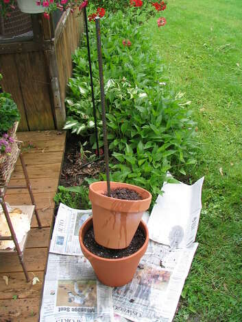 Use a 6-foot-long piece of rebar, potting soil and terra cotta pots to create your tipsy herb tower. www.gardensandcrafts.com photo Photo: Www.gardensandcrafts.com