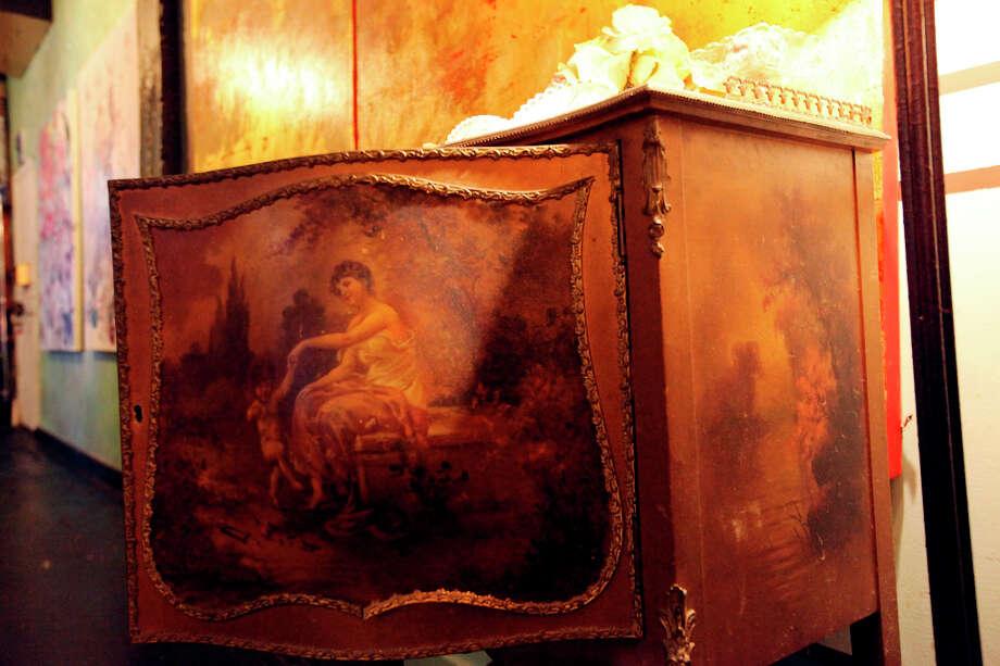A pregnant music chest. Photo: Edward A. Ornelas, San Antonio Express-News / © 2012 San Antonio Express-News
