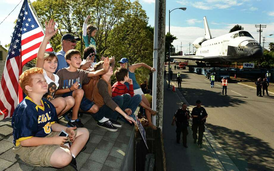 People line the street to look at the space shuttle Endeavour as it makes its way through Los Angles, California, on the way to a museum on Friday, October 12, 2012. (Wally Skalij/Los Angeles Times/MCT) Photo: Wally Skalij, McClatchy-Tribune News Service / Los Angeles Times