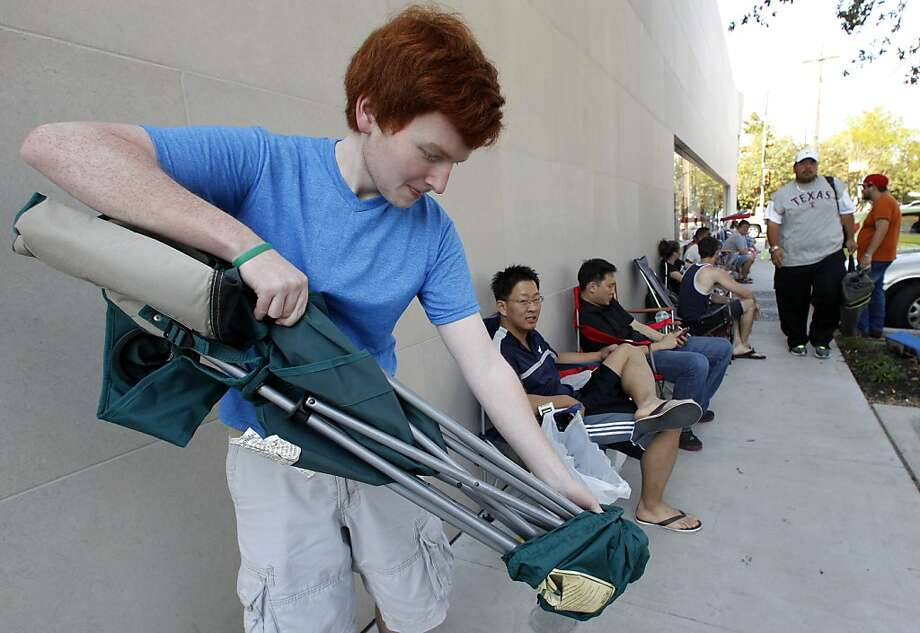 High school student Bradley Ashmore joins the line waiting to buy an iPhone 5 in Dallas last month. Teen ownership of iPhones has jumped to 40 percent. Photo: Tony Gutierrez, Associated Press