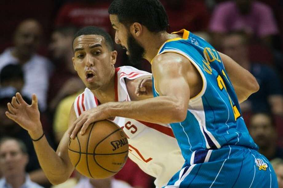 Rockets guard defends Hornets guard Greivis Vasquez in the first half (Smiley N. Pool / © 2012  Houston Chronicle)